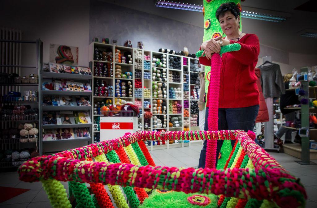 Bei Heidi Käser wird jede Strickliesel fündig. Ab und an wird in dem Wollgeschäft in Birkach sogar für einen guten Zweck gestrickt. Foto: Lichtgut/Achim Zweygarth