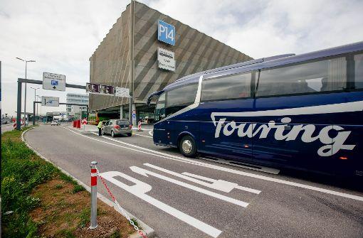Fernbusbahnhof in den roten Zahlen