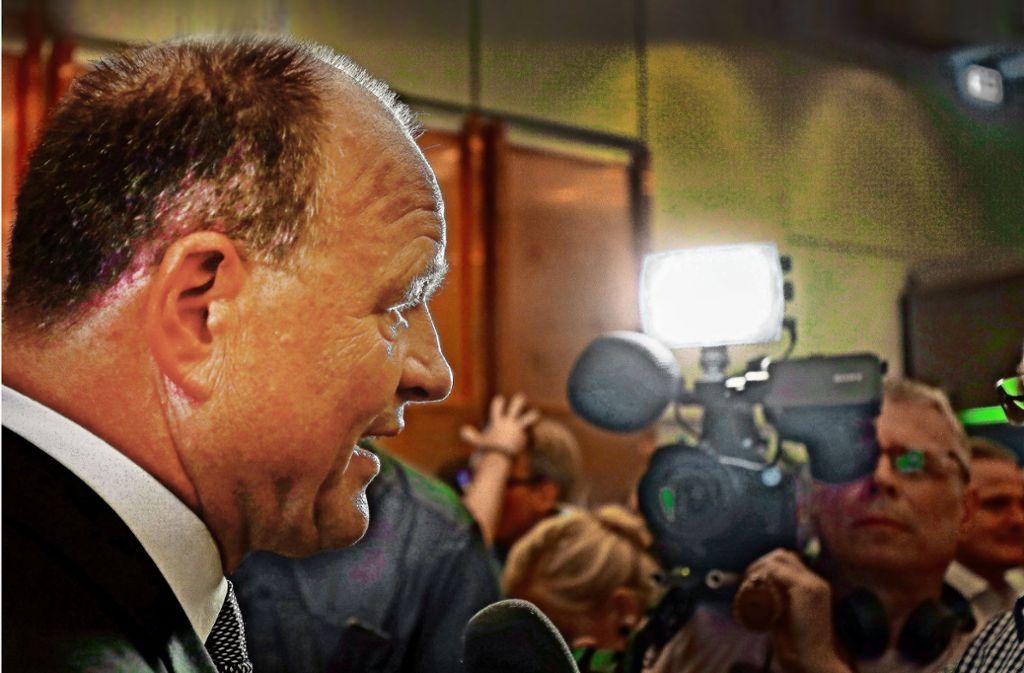 Der Amtsinhaber Werner Spec erklärt die Gründe für seine Niederlage. Foto: factum/