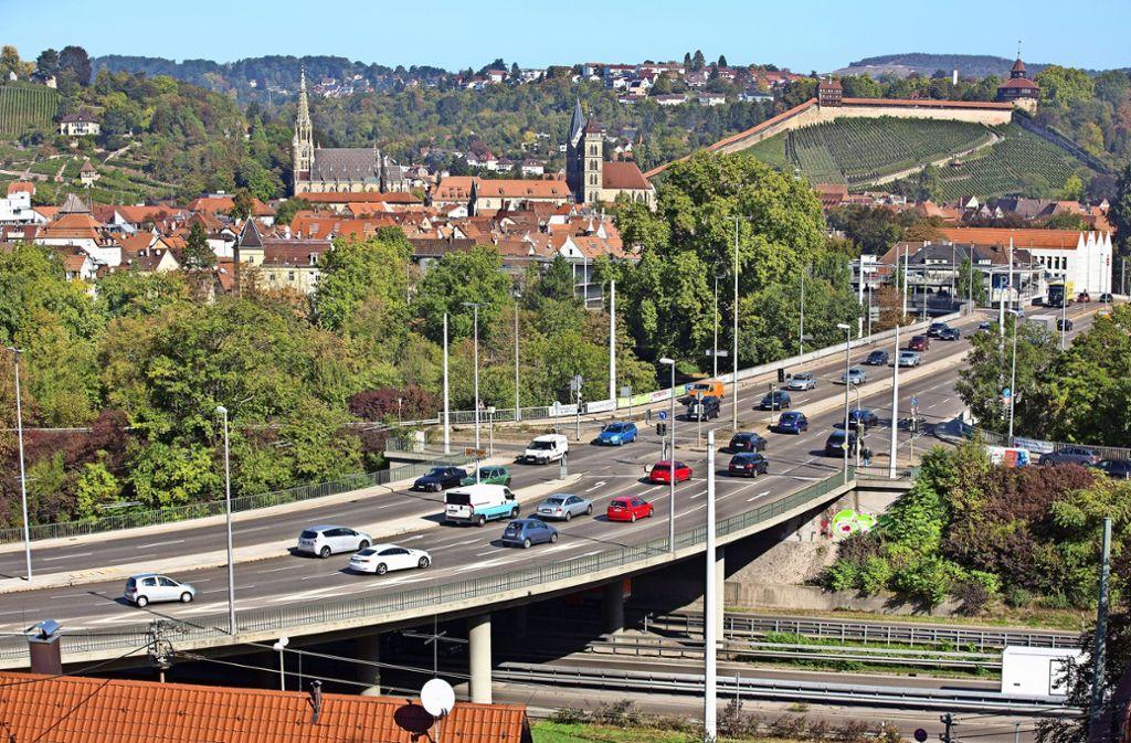 Die Vogelsangbrücke wird in den kommenden zwei Jahren ertüchtigt, dazu müssen mehrere Fahrspuren gesperrt werden. Foto: Horst Rudel
