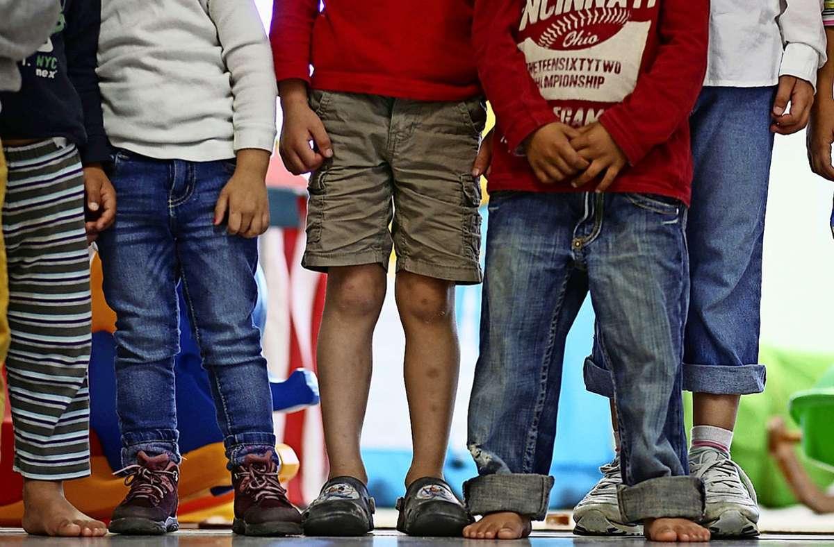 Während es in Kitas von Leinfelden-Echterdingen wieder weitgehend rund läuft, müssen die Eltern schulpflichtiger Kinder mit Einschränkungen bei der Betreuung nach Schulschluss leben. Foto: dpa/Christian Charisius