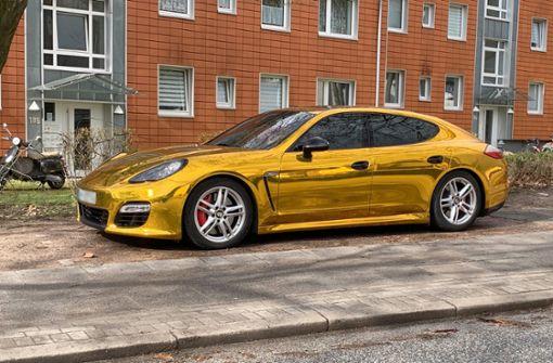 Goldfolien-Porsche zum zweiten Mal gestoppt - und abgeschleppt