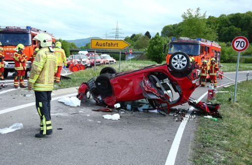 Acht Verletzte bei Unfall auf Bundesstraße