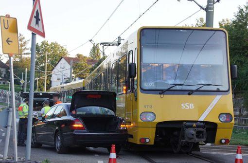 Stadtbahn streift Mercedes – 5000 Euro Schaden