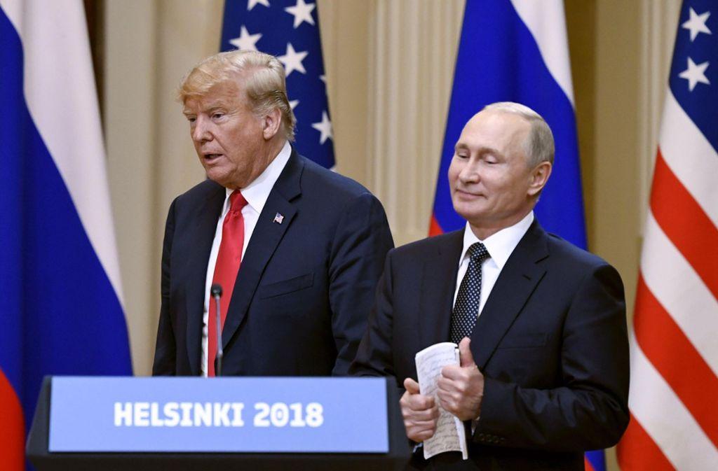 Da lächelt einer aber selig: Nicht nur aus Sicht der deutschen Außenpolitik hat Russlands Präsident Wladimir Putin (rechts) seinen US-Kollegen Donald Trump über den Tisch gezogen. Foto: Lehtikuva