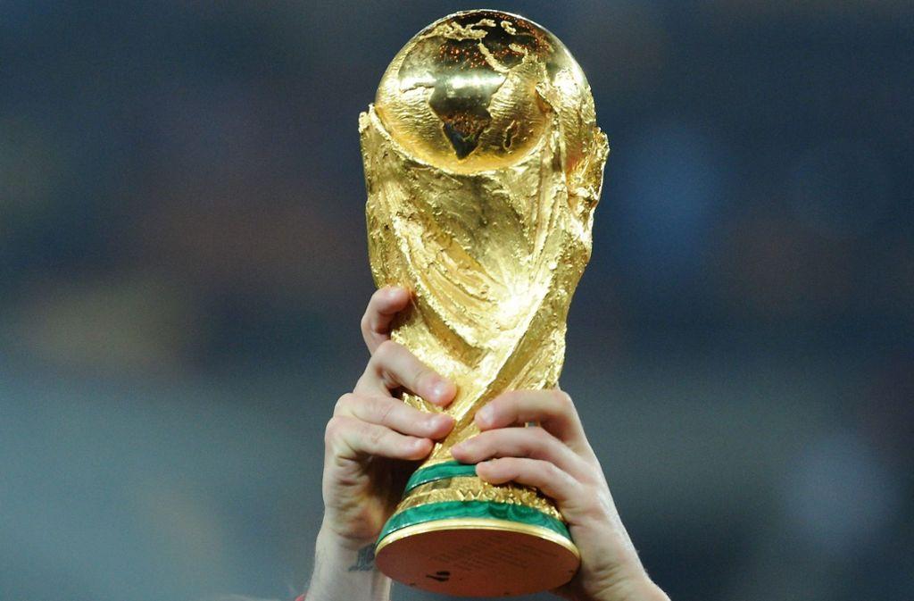 Das Objekt der Begierde: der WM-Pokal Foto: dpa