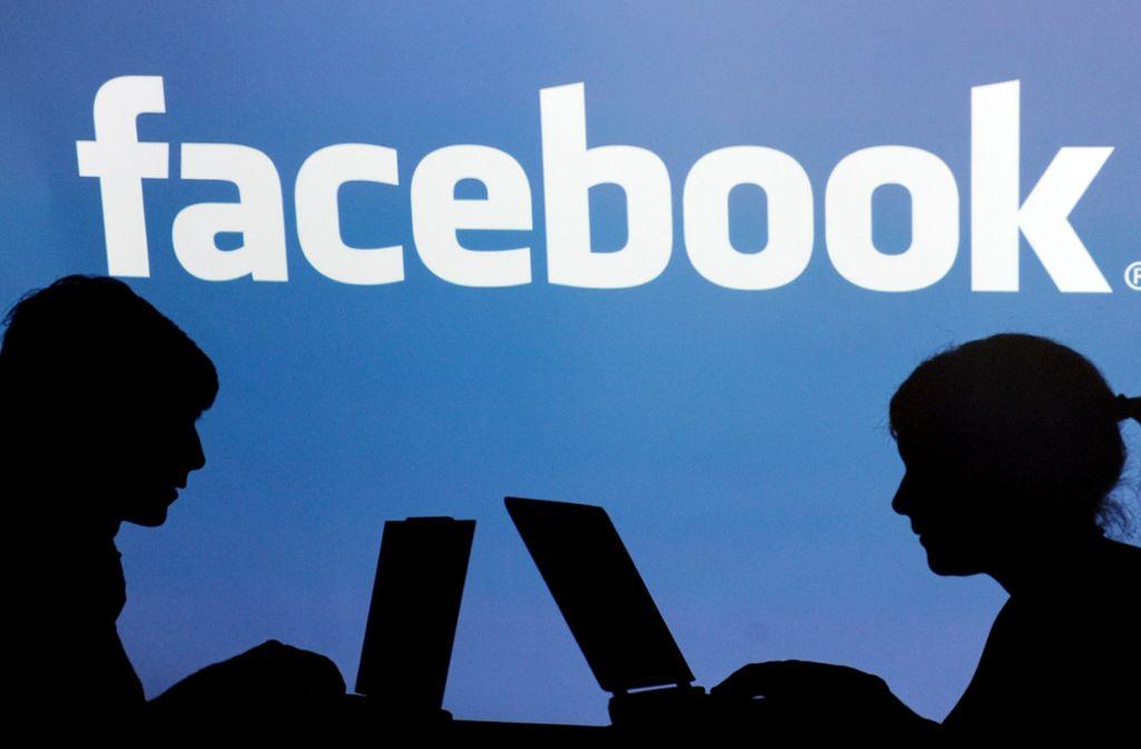 In vielen Facebook-Gruppen kursiert derzeit ein Posting, dem die Mitglieder zustimmen sollen. (Symbolfoto) Foto: dpa