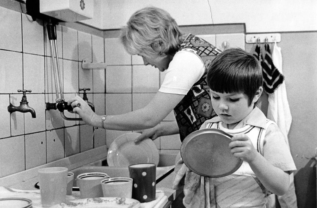 Die Rollenbilder in deutschen Familien haben sich verändert. Aber gleichberechtigt sind Frauen und Männer in Partnerschaften noch nicht. Foto: dpa
