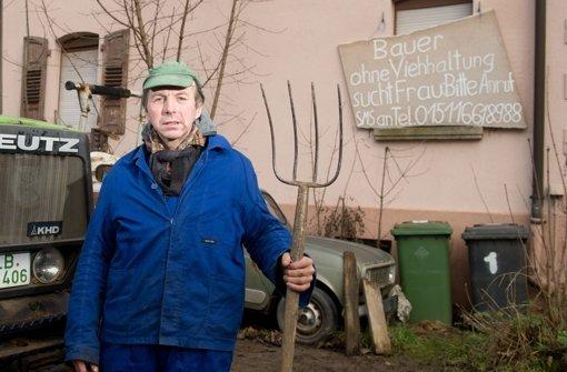 Bauer sucht Frau - mit Plakat an Hauswand