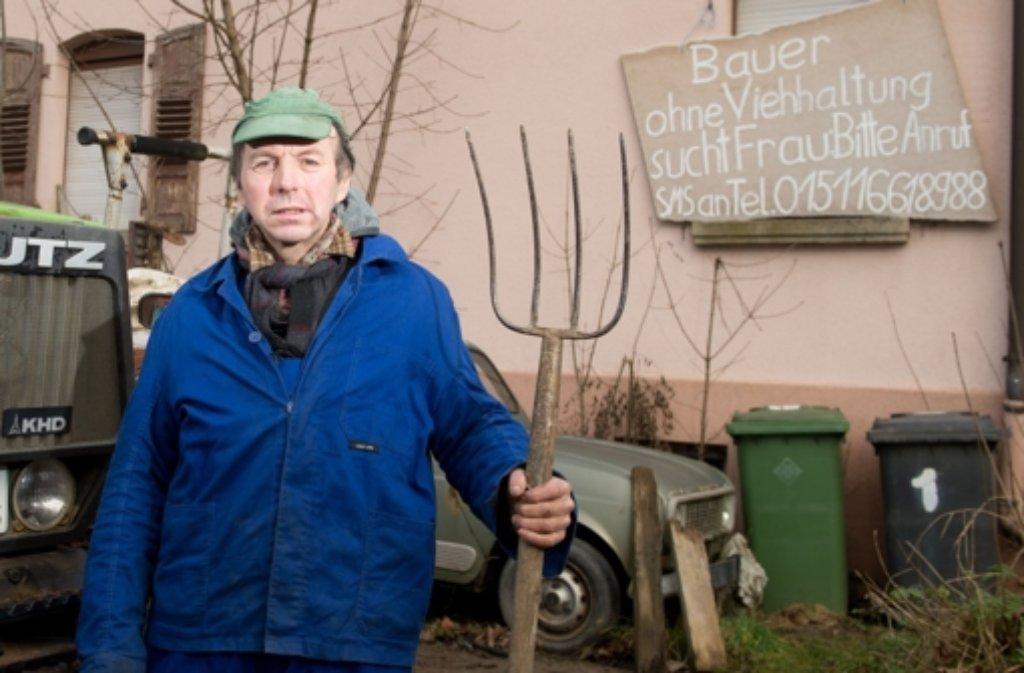 Weil ihr Beruf für viele Frauen unattraktiv ist, hat so mancher Landwirt Probleme, eine Partnerin zu finden. Der schwäbische Bauer Roland Geiger hat sich nun etwas Ungewöhnliches einfallen lassen. Foto: dpa