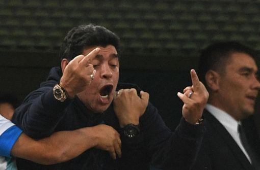 Diego Maradona braucht nach dem Argentinien-Spiel Sanitäter