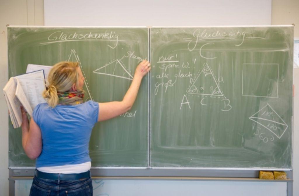 Besonders in mathematisch-naturwissenschaftlichen Fächern fehlen Lehrer. Foto: dpa
