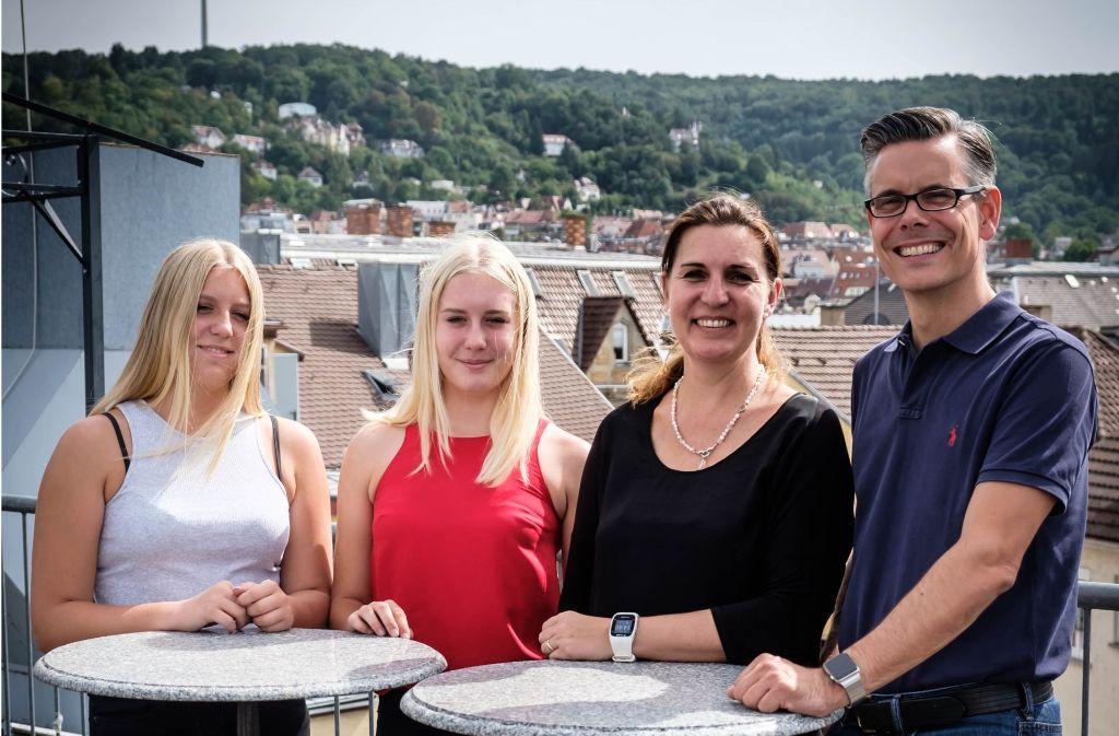 Drei Norwegerinnen und ein Schwabe:  Sina, Zoe, Anita, Jörg Schmidt Foto: Lg/Zweygarth