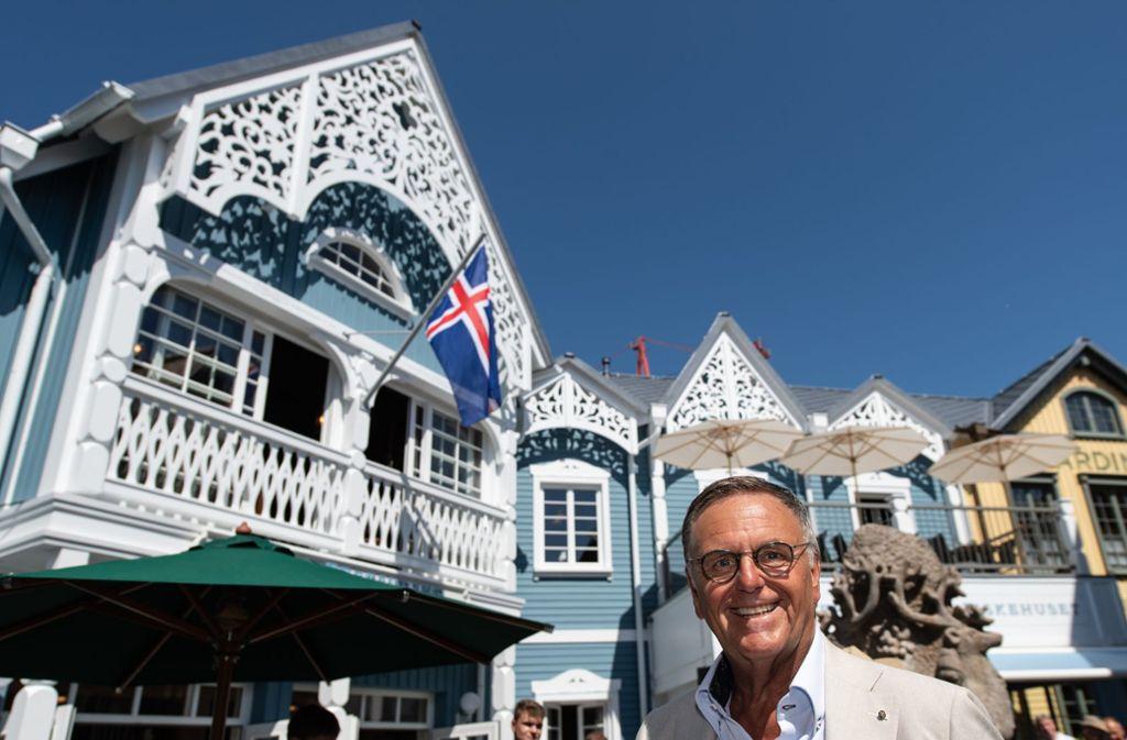 Europapark-Chef Roland Mack freute sich über die Wiedereröffnung der Gebäude im Themenbereich Skandinavien. Foto: dpa