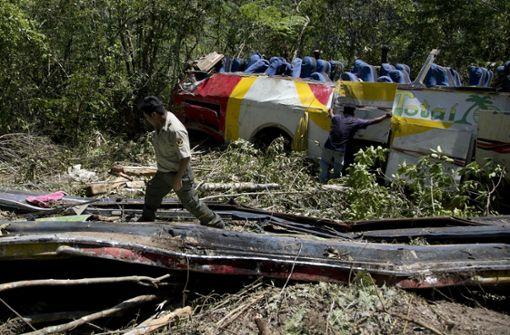 Bus stürzt 300 Meter in die Tiefe – 25 Tote