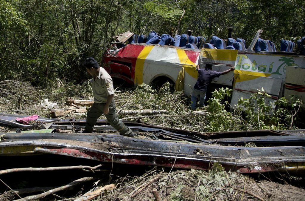 Rund zwei Dutzend Menschen sollen den schweren Unfall überlebt haben. Foto: AP