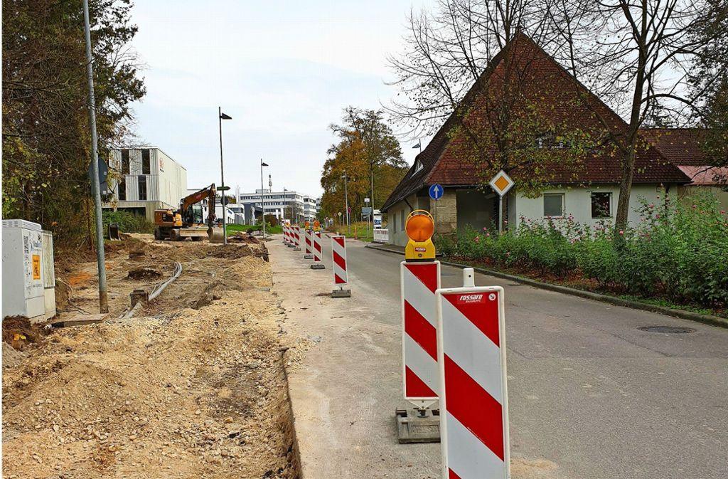 Die Manfred-Wörner-Straße wird zurzeit ausgebaut. Hinter der Alten Wache entsteht ein Kreisel von dem aus eine Erschließungsstraße unter anderem in das im Gaisrain geplante Wohngebiet führen soll. Foto: /Schnebeck
