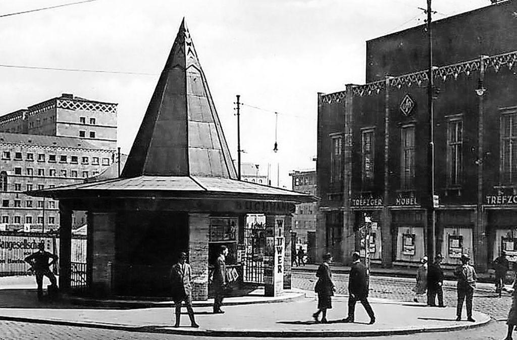 Der Palast der Republik in früherer Zeit:  Öffentliche  Bedürfnisanstalt  und Wittwer-Kiosk war der heutige Szene-Treff. Auf der anderen Straßenseite ist auf diesem Foto der Ufa-Palast zu sehen. Foto: StN Archiv