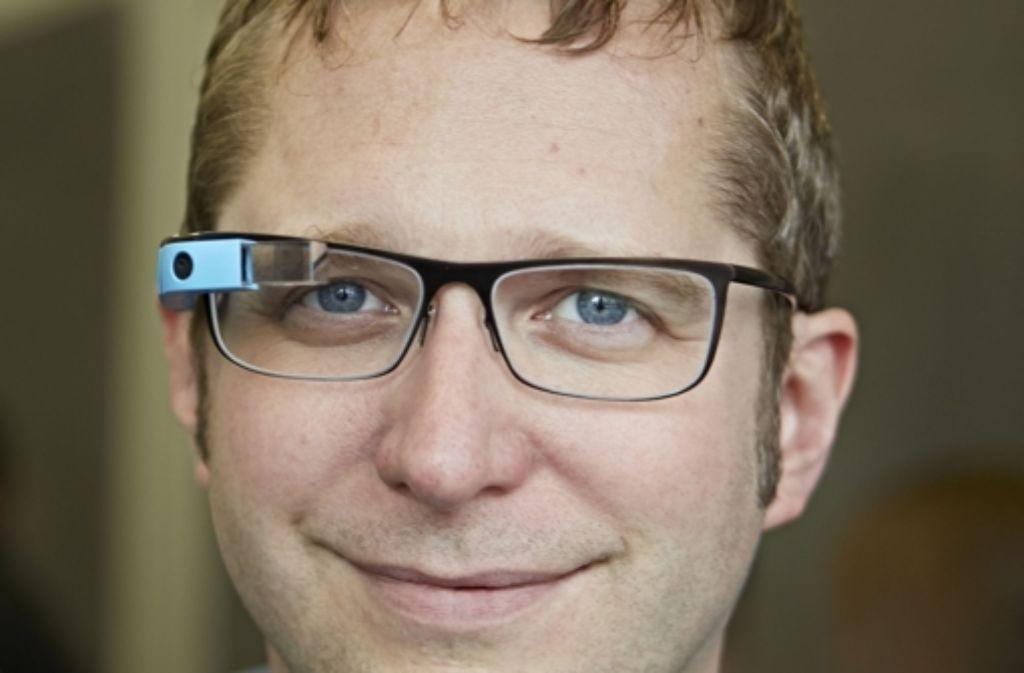 Aufsetzen und abtauchen: die Computer-Brillen werden immer einsatzfähiger. Thad Starner will sie nicht mehr missen. Foto: Heinz Heiss