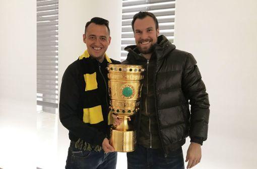 Fans klauen Pokal aus Lokal von Kevin Großkreutz
