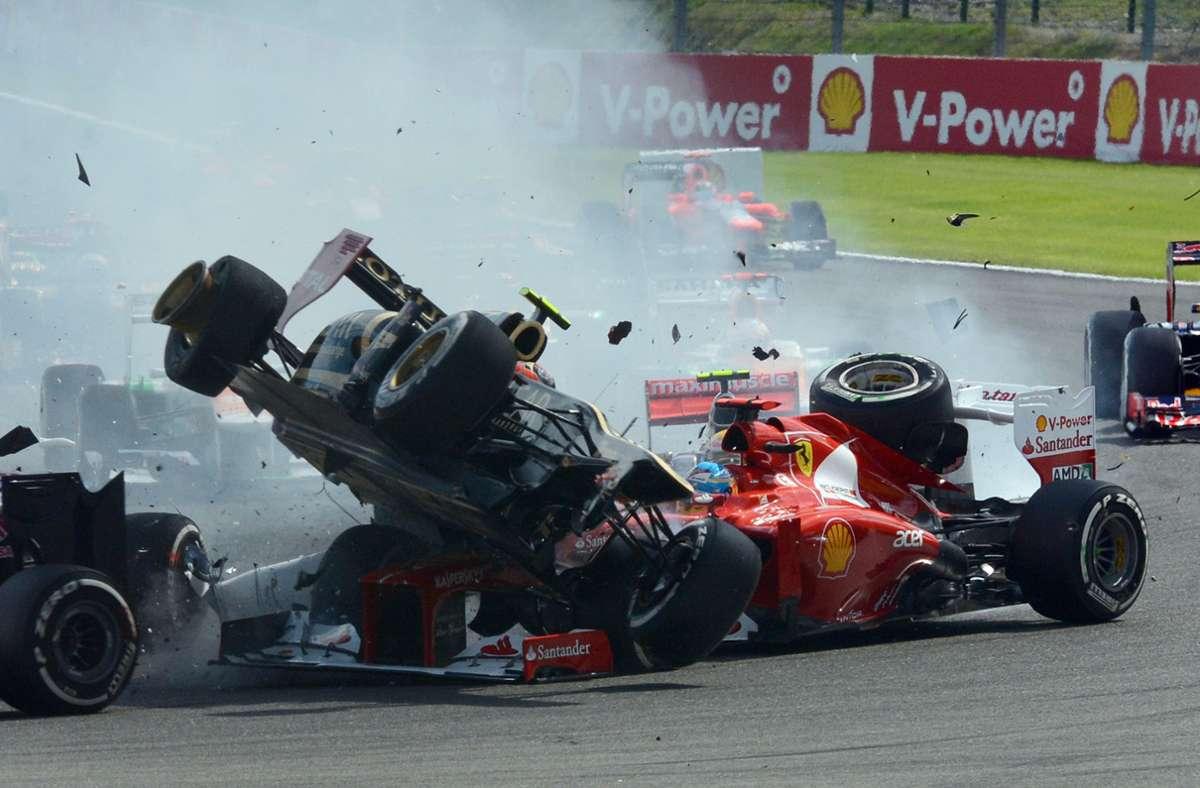 Der schwere Startunfall von Romain Grosjean (li.) und Fernando Alonso im Ferrari beim Großen Preis von Belgien 2012 hatte beim Franzosen eine Blockade ausgelöst. Foto: imago/Motorsport Images