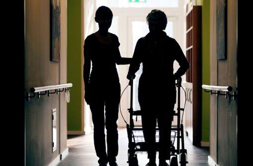 Senioren misshandelt– Mann soll Pflegerin angestiftet haben