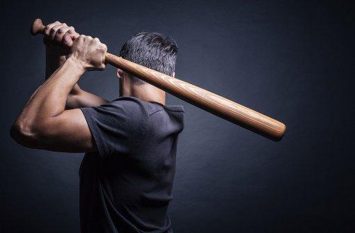 Mit Baseballschläger auf Mann eingeschlagen