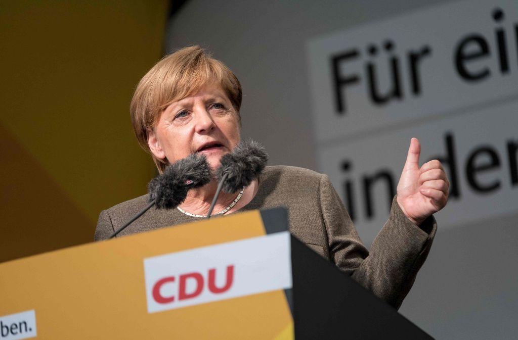 Kanzlerin Angela Merkel (CDU) schließt eine nochmalige Verschärfung der deutschen Linie gegenüber der Türkei nicht aus Foto: dpa