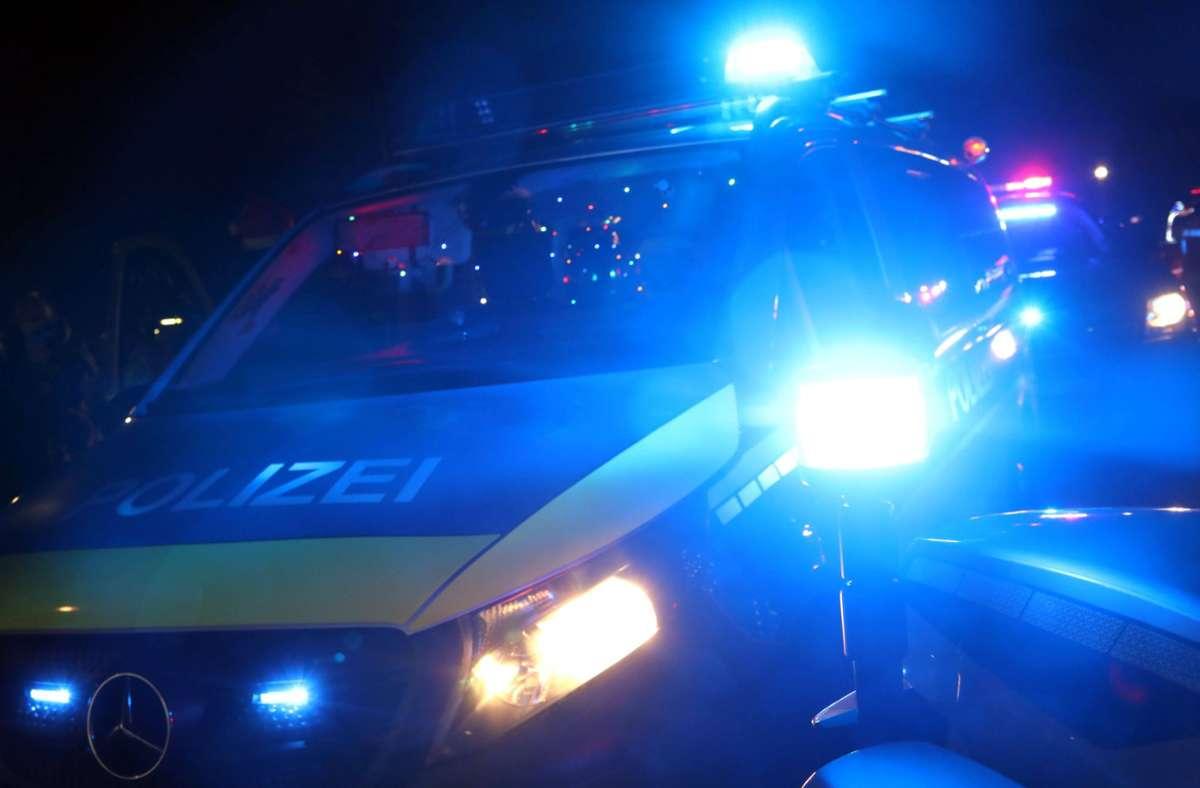 Die Polizei war am Mittwoch schon früh morgens in Degerloch im Einsatz (Symbolbild). Foto: imago images/Sabine Gudath