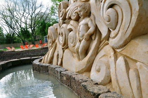Skulpturen trotzen dem Regen