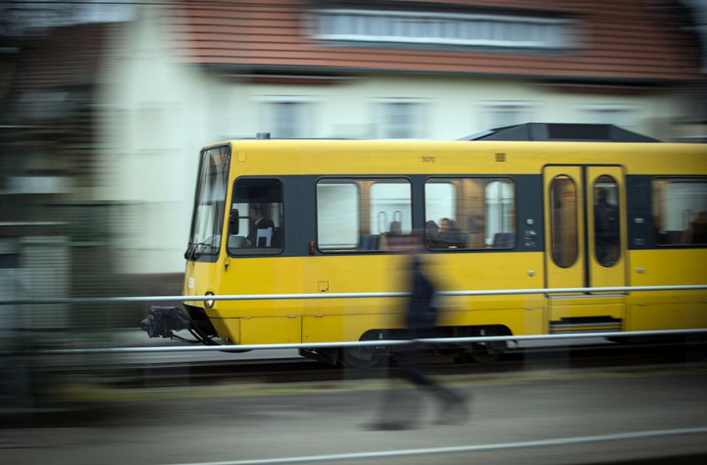 Manchmal bringt auch ein Sprint nichts mehr. Bus oder Bahn warten nicht immer bei Verspätungen von Anschlussverbindungen. Foto: Lichtgut/Achim Zweygarth