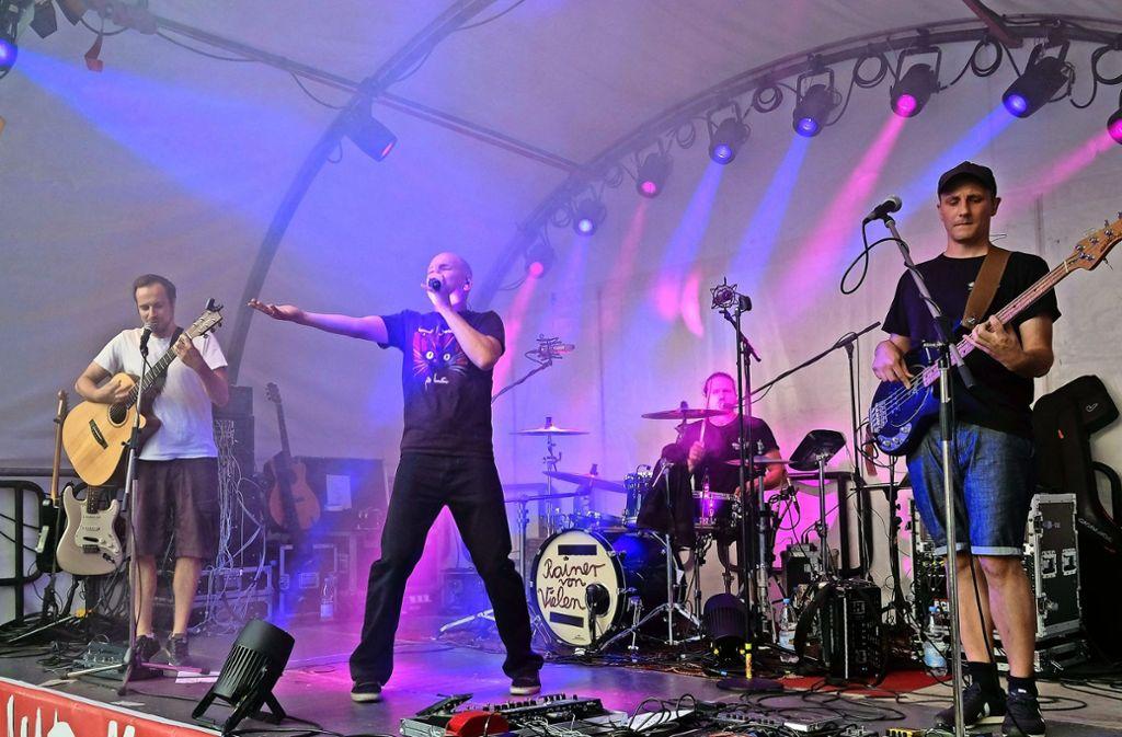 Die Band Rainer von Vielen mit Bastard-Pop auf dem Henkersfest. Foto: Lichtgut/Michael Latz