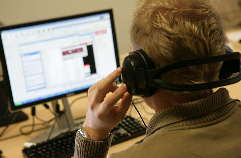 Der Anrufer gab sich als Mitarbeiter von Microsoft aus und ergaunerte eine dreistellige Summe. Foto: dpa