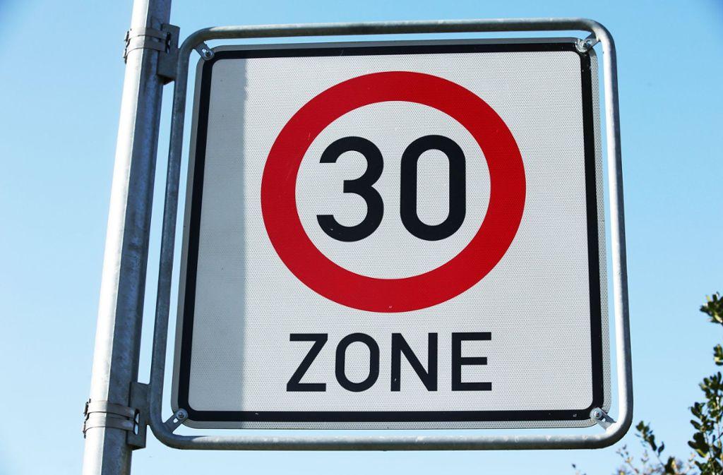Die Stadt denkt an eine Geschwindigkeitsbegrenzung in Stuttgart. Foto: dpa-Zentralbild