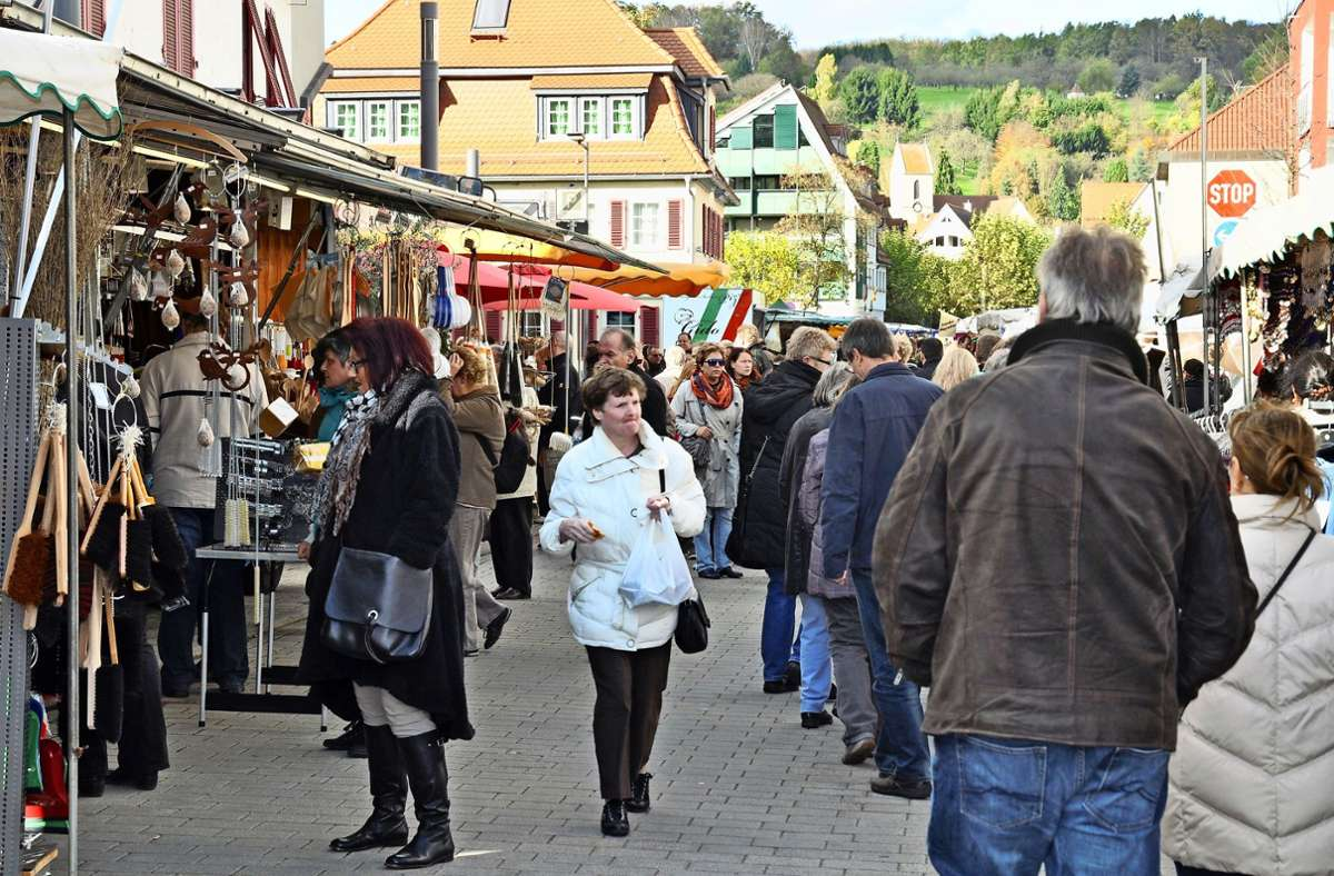 So voll wie auf dem Novembermarkt soll die Fußgängerzone in diesem Jahr auf keinen Fall werden. Foto: Karin Ait Atmane