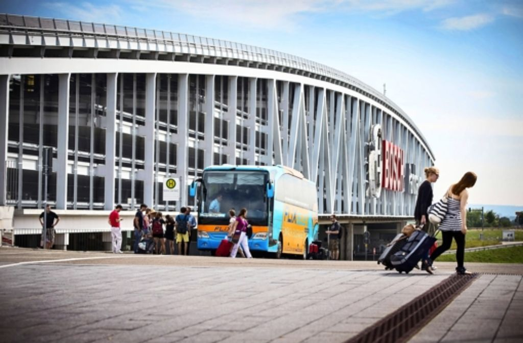 Vom Stuttgarter Messeparkhaus in die Ferne: das Geschäft mit den Bussen brummt. Foto: Achim Zweygarth