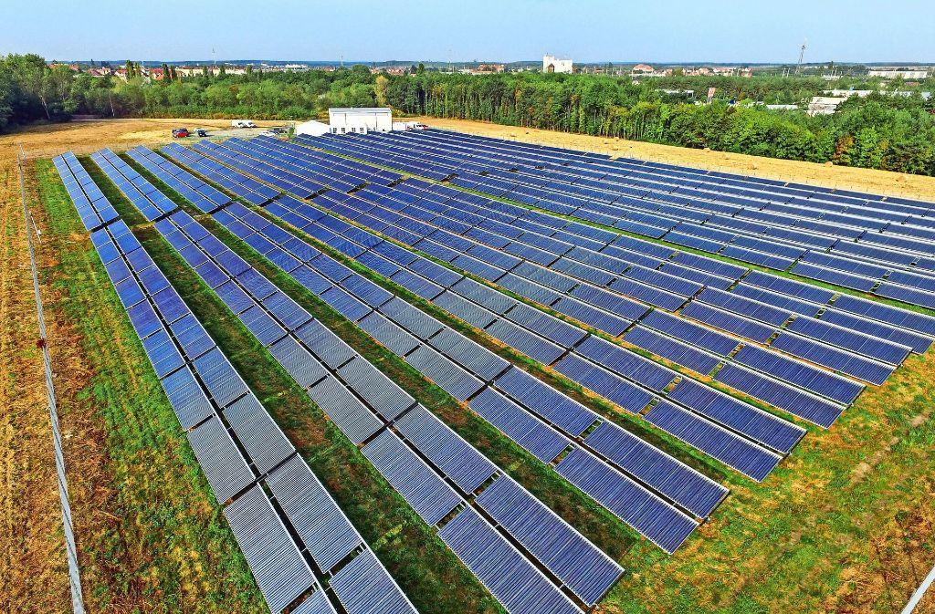 Der bisherige Rekordhalter: Die Solarthermieanlage in Senftenberg hat eine  Kollektorfläche von 8300 Quadratmetern. Foto: dpa