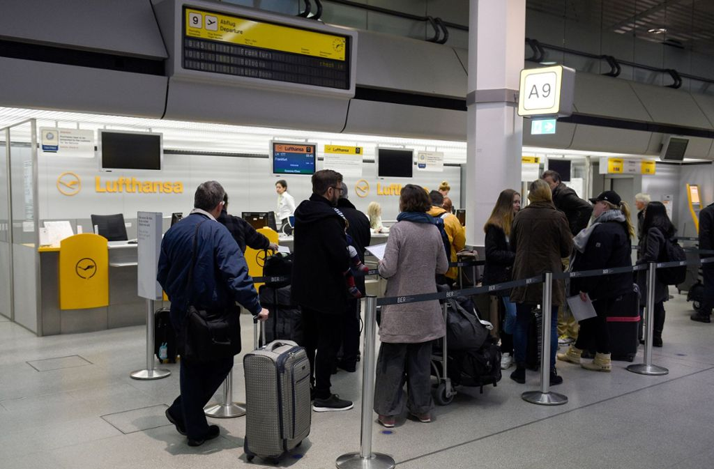 Lufthansa-Passagiere müssen künftig genauer überlegen, wie und wo sie ihre Tickets buchen. Foto: dpa