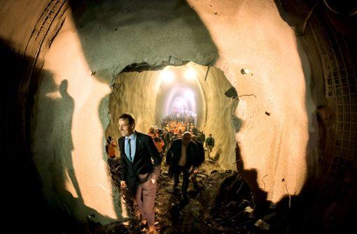 Tunnelbauer unterm Rosenstein sehen Licht