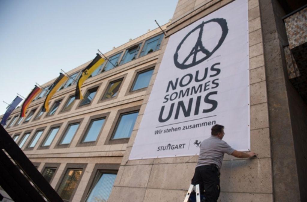 Stuttgart steht an der Seite Frankreichs, das soll auch mit einem Transparent am Rathaus gezeigt werden. Foto: dpa