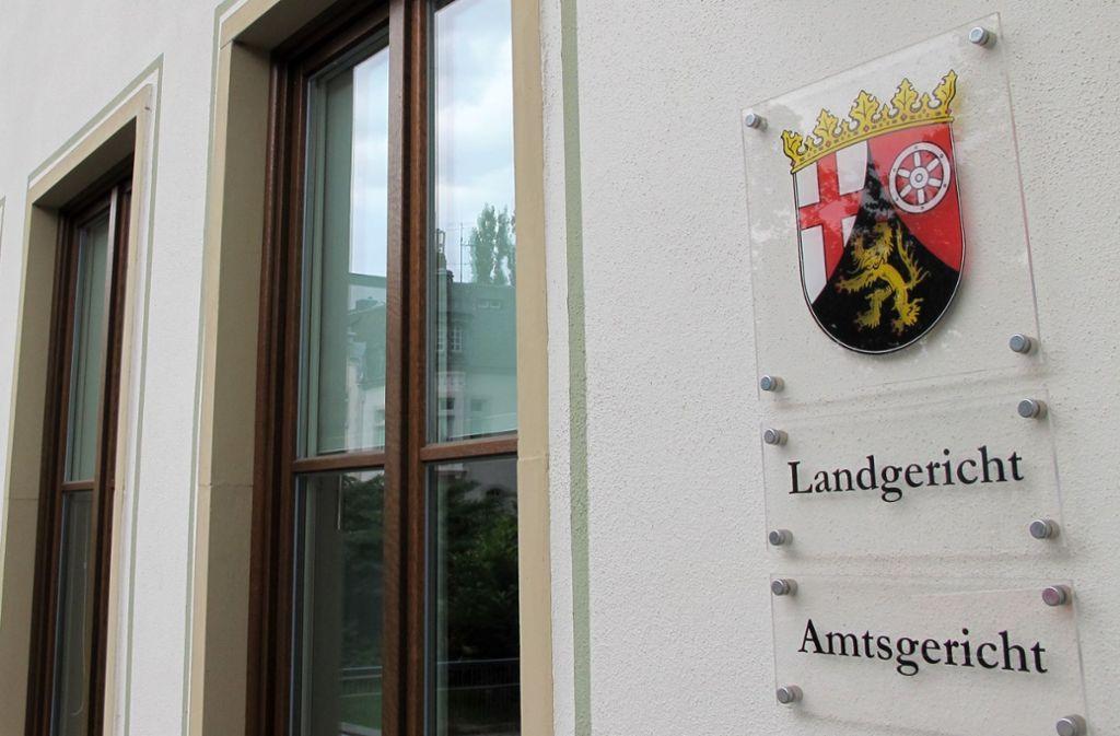 Vor dem Landgericht Trier muss sich ein Vater wegen versuchte Mord verantworten. Foto: Birgit Reichert/dpa