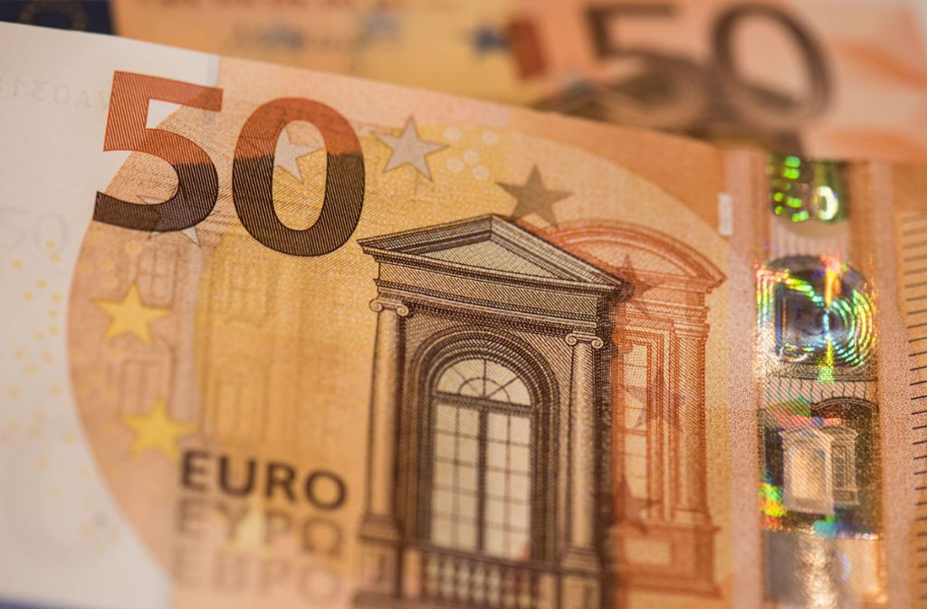 """Die Trickdiebe fragten nach einem 50-Euro-Schein mit einem """"D"""" in der Seriennummer. Foto: dpa"""