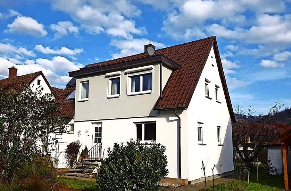 Nach langer Suche hat Familie Rausch dieses Haus gekauft – allerdings nicht wie geplant am Stuttgarter Stadtrand, sondern viel weiter draußen in einem Vorort von Schorndorf. Foto: privat