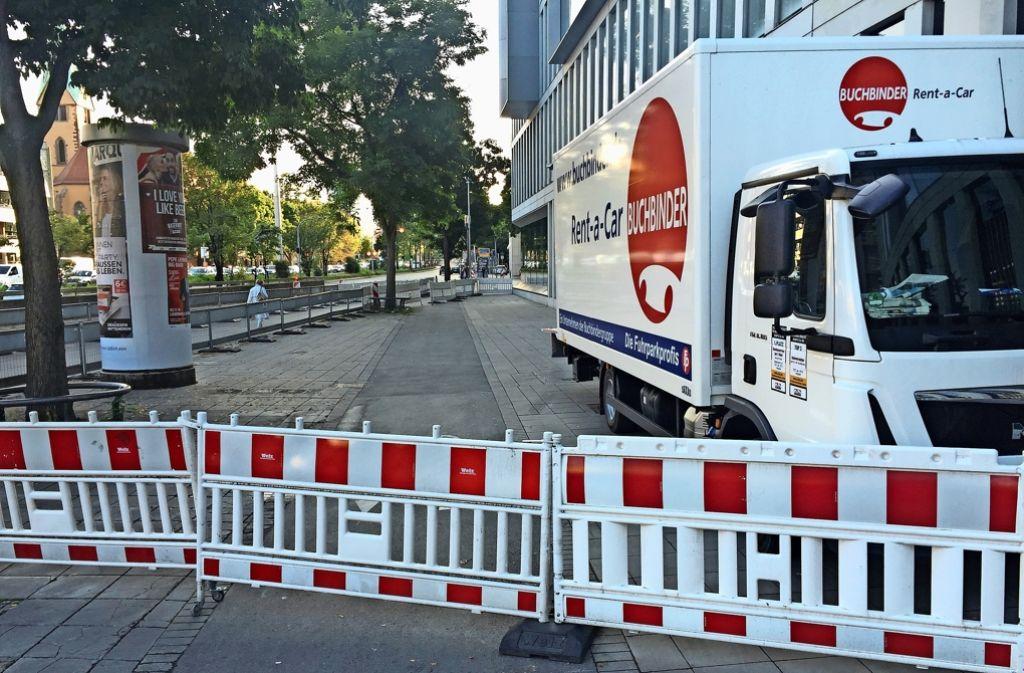 An der Holzstraße ist kein Durchkommen für Radler und Fußgänger Foto: Martin Haar