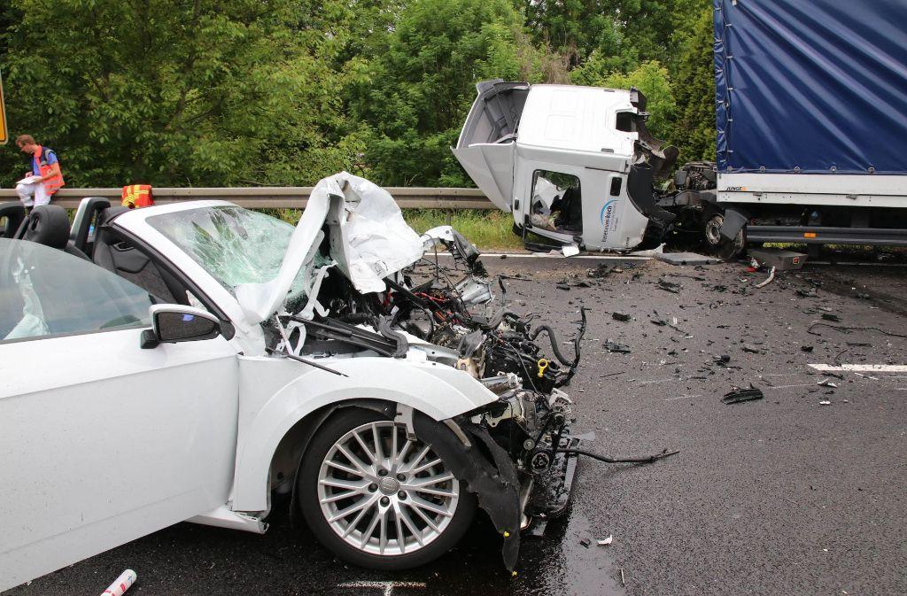 Dieser Crash in Pfullingen im Kreis Reutlingen endete für einen Mann tödlich. Foto: 7aktuell.de/Lukas Felder