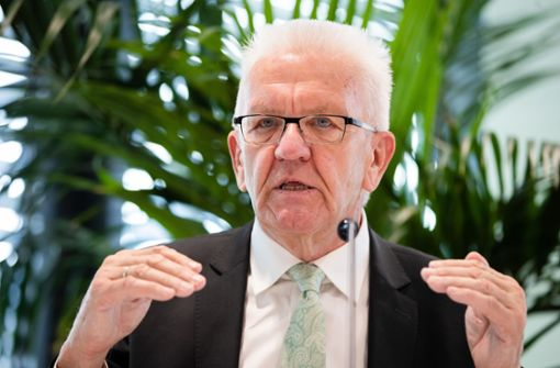 Ministerpräsident Kretschmann nimmt im Livestream Stellung