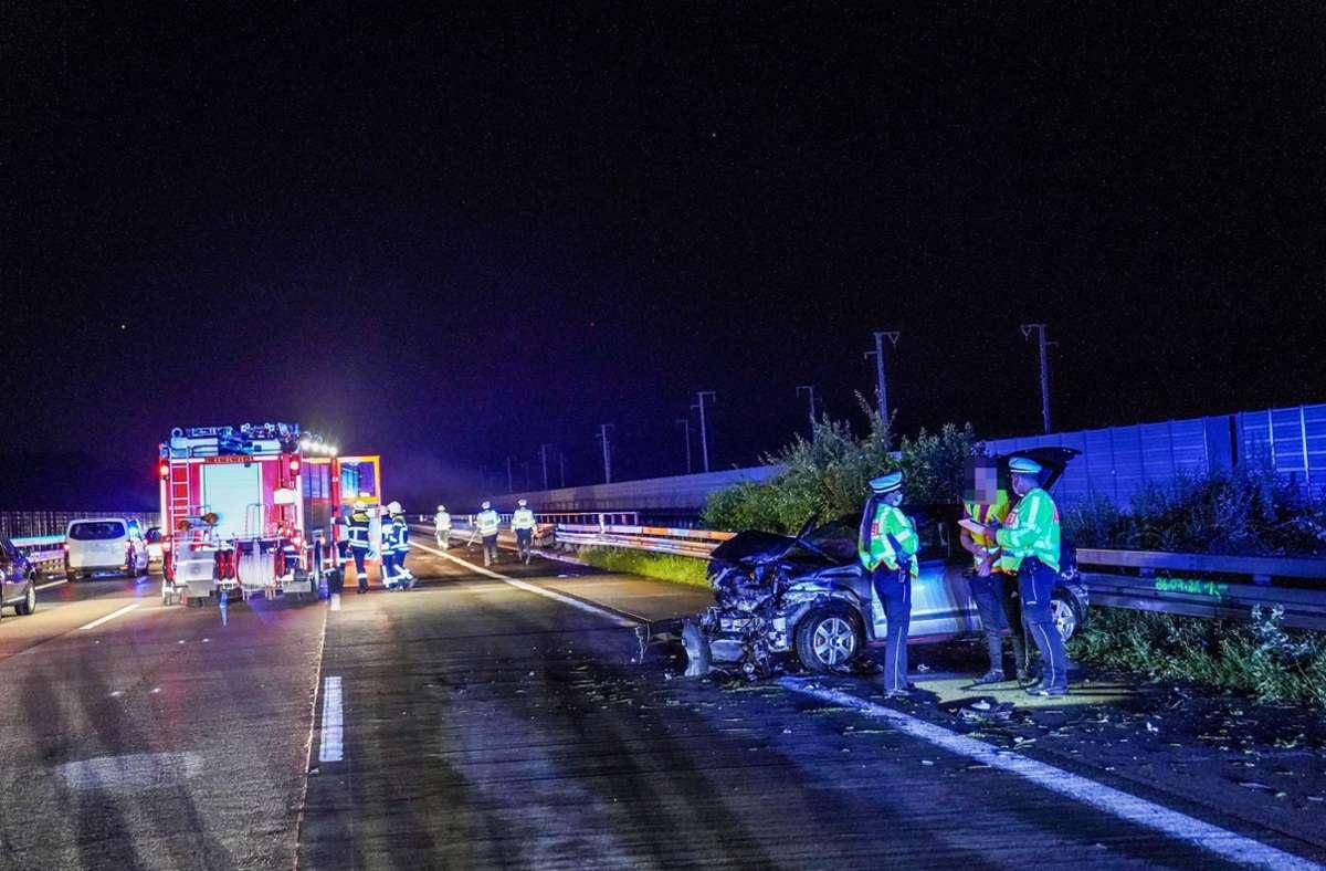 Auf der A 8 zwischen Esslingen und Wendlingen kam es am Montagabend zu einem Unfall wegen eines missglückten Überholmanövers. Foto: SDMG/SDMG / Kohls