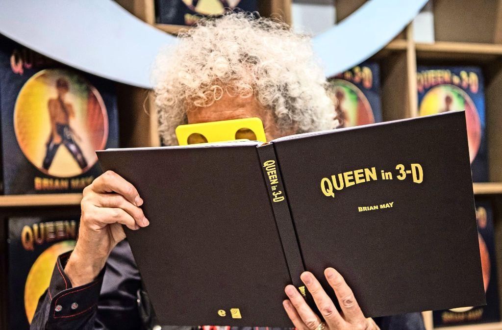 Auf der  Frankfurter Buchmesse zeigen sich alljährlich viele Prominente – wie Queen-Gitarrist Brian May, der dort am Donnerstag sein neues Buch vorstellte. Foto: dpa