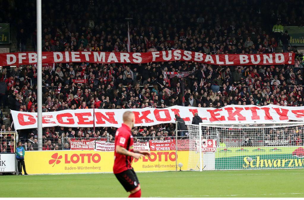 Fans des SC Freiburg deuteten die Abkürzung DFB neu. Foto: imago images/Sportfoto Rudel//Robin Rudel
