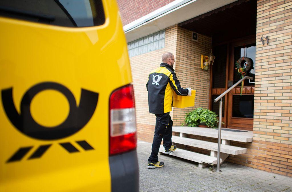 Im Jahresdurchschnitt liefert die Post nach eigener Angabe pro Zustelltag 5,2 Millionen Pakete aus. Foto: dpa/Jonas Güttler